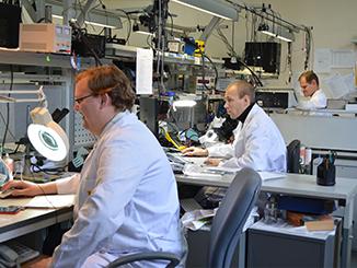 Рабочие места инженеров снабжены самым лучшим оборудованием, что позволяет гораздо быстрее и качественнее выполнить работу.